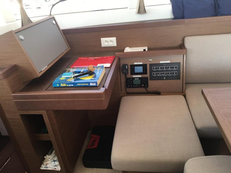 3205 - 1623070696-used-catamaran-for-sale-lagoon-40-multihull-network-fr-14