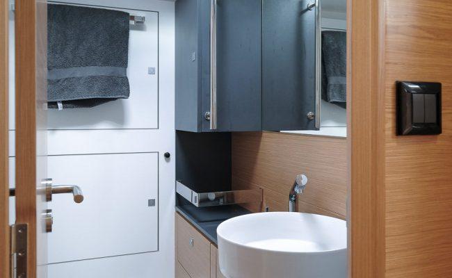 allures-toilet